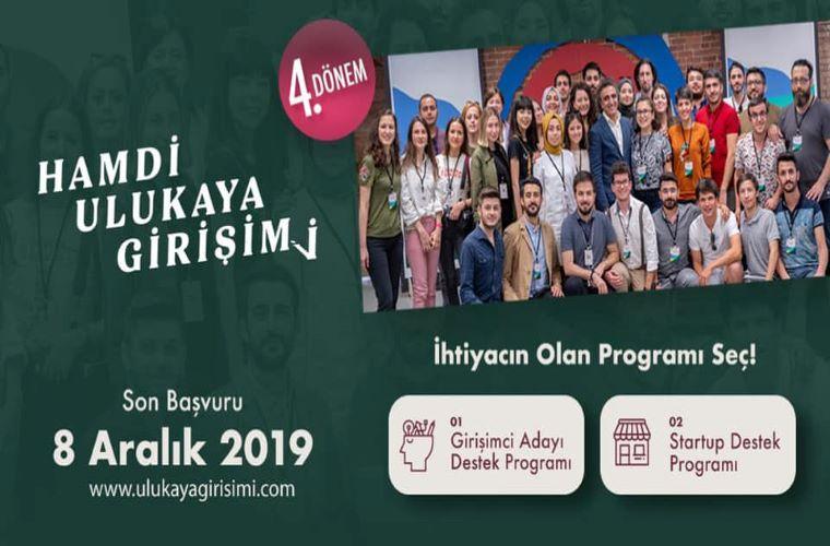Hamdi Ulukaya Girişimi Programı Duyuru Görselinde programın son başvuru tarihi var. Ayrıca geçen yıl finalist olanlarla Hamdi Ulukaya'nın birlikte çekilmiş fotoğrafı var.