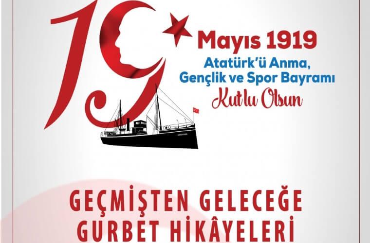 Geçmişten Geleceğe Gurbet Hikayeleri Yarışması duyuru görselidir. Görselde 19 Mayıs Atatürk'ü Anma Gençlik ve Spor Bayramı Kutlu Olsun yazmakta. Bandırma Vapuru'nun da görüldüğü görselde yarışmanın adı da yazmakta.