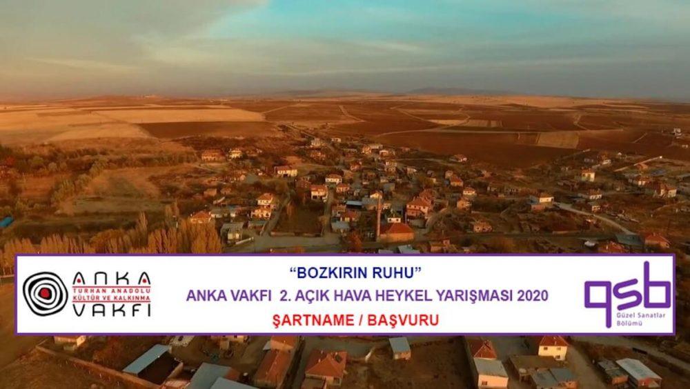 Bozkırın Ruhu - Anka Vakfı Açık Hava Heykel Yarışması duyuru görselidir. Görselde bozkırda bir yerleşim yeri görülmekte ve yarışma bilgileri yer almaktadır.