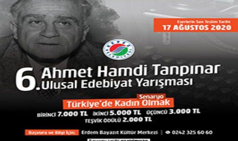 Ahmet Hamdi Tanpınar Ulusal Edebiyat Yarışması duyuru görselidir. Görselde Ahmet Hamdi Tanpınar'ın yukarı doğru baktığı bir fotoğrafı görülmektedir. Ayrıca yarışma bilgileri yazmaktadır.