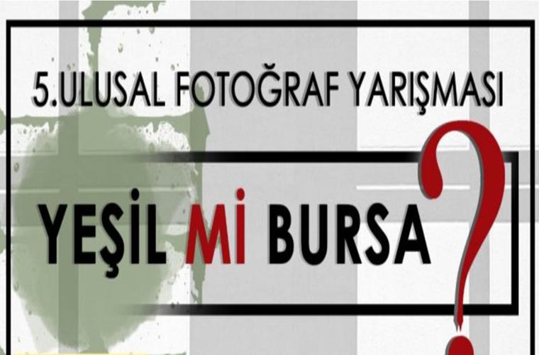 Yeşil mi Bursa Ulusal Fotoğraf Yarışması duyuru görselidir. Görselde siyah ve kırmızı renkte yarışma adı yazmaktadır.