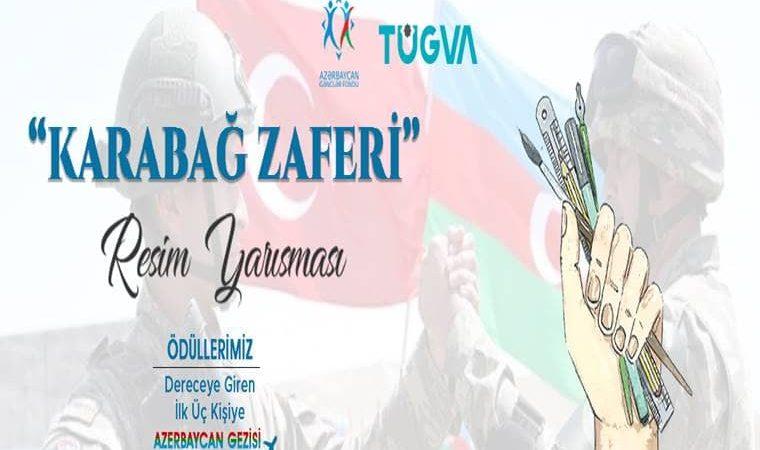 Türkiye - Azerbaycan Resim Yarışması duyuru görselidir. Görselin arka planında Türkiye ve Azerbaycan bayrakları görülmekte. Ön planda ise elinde resim çizme malzemeleri tutan bir el görülmekte ve yarışma bilgileri yazmakta.
