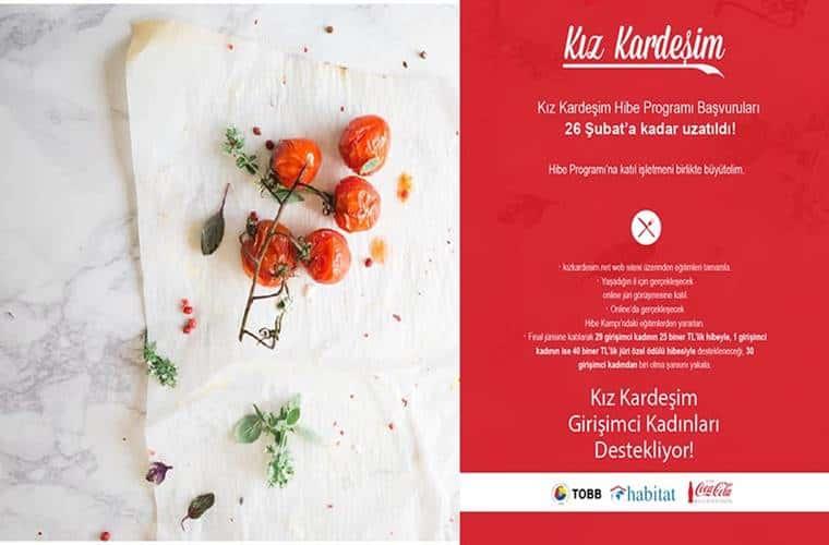 Kız Kardeşim Projesi Kadın Girişimciliği Hibe Programı duyuru görselidir. Yarısı kırmızı yarısı beyaz olan görselin beyaz kısmında masada duran domates görülmektedir.