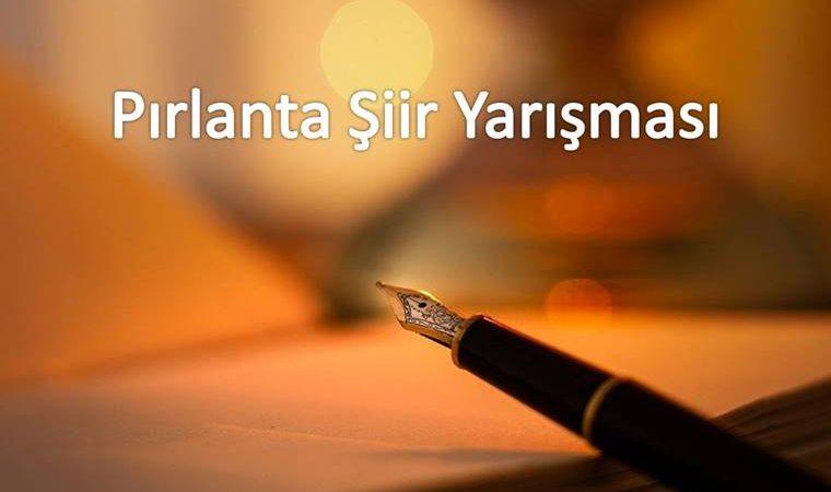 Pırlanta Şiir Yarışması duyuru görselidir. Görselde dolmakalem ve kağıt görülmekte ve yarışma adı yazmaktadır.